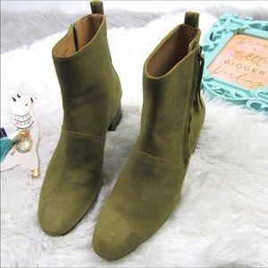 🆕Banana Republic Olive Lydia boots Sz 6